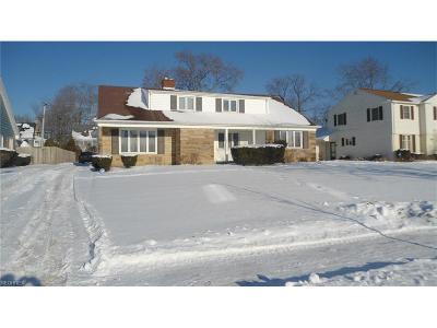 Shaker Heights Single Family Home For Sale: 3289 Van Aken Blvd