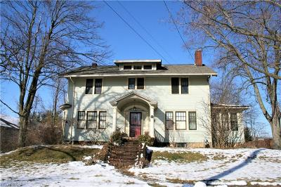 Medina Single Family Home For Sale: 681 West Liberty St