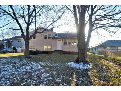 Parma Heights Single Family Home For Sale: 11261 Stoneham Rd