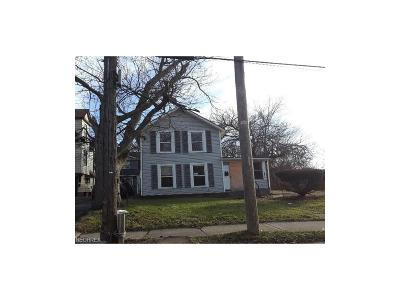 Cleveland Single Family Home For Sale: 9610 Gaylord Ave