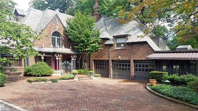 Bay Village, Cleveland, Lakewood, Rocky River, Avon Lake Single Family Home For Sale: 13904 Edgewater Dr