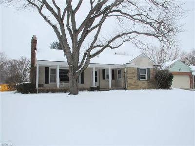 Parma Heights Single Family Home For Sale: 6039 Edgebrook Blvd