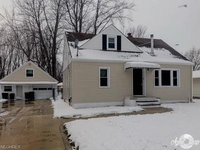 Mentor Single Family Home For Sale: 7270 Reynolds Rd