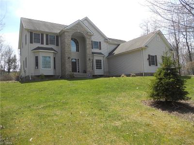 Geauga County Single Family Home For Sale: 11545 Lancaster Dr