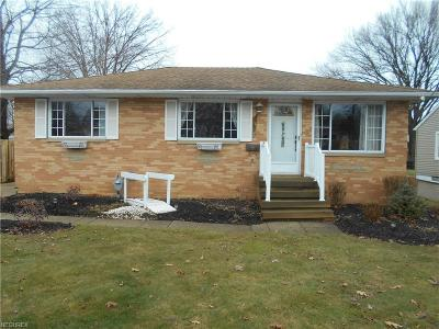 Parma Heights Single Family Home For Sale: 9460 Crestwood Dr