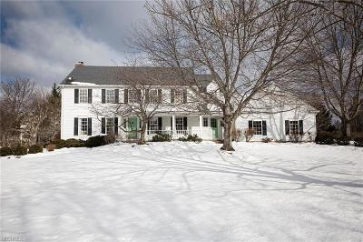 Chagrin Falls Single Family Home For Sale: 400 Deer Ct