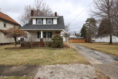 Youngstown Single Family Home For Sale: 1640 Medford Ave