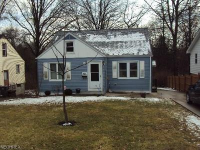 Youngstown Single Family Home For Sale: 823 Canfield Rd