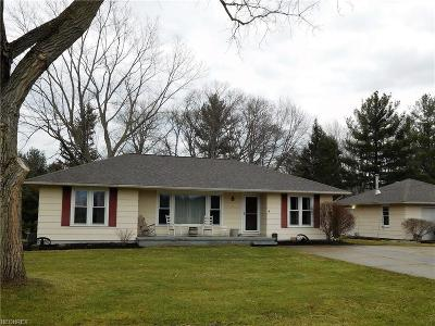 Valley City Single Family Home For Sale: 1891 Lester Rd