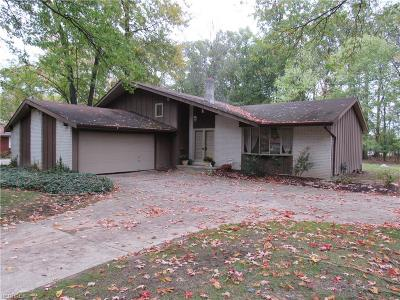 North Olmsted Single Family Home For Sale: 3939 Canterbury Rd