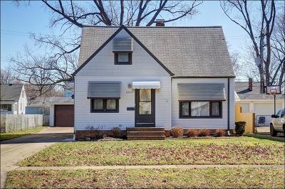 Parma Heights Single Family Home For Sale: 6931 Greenleaf Ave