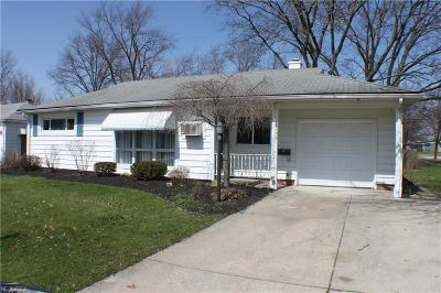 Parma Single Family Home For Sale: 9670 Manorford Dr