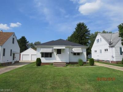 Parma Heights Single Family Home For Sale: 10640 Woodview