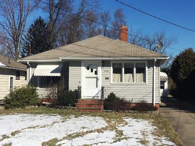 Parma Heights Single Family Home For Sale: 11476 Meadowbrook Dr