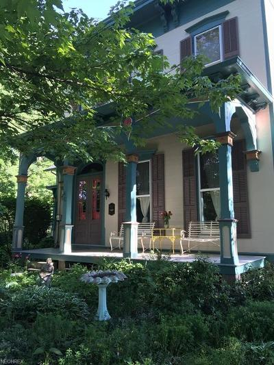 Aurora Single Family Home For Sale: 40 East Pioneer Trl