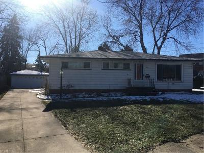 Parma Heights Single Family Home For Sale: 5945 Doxmere Dr