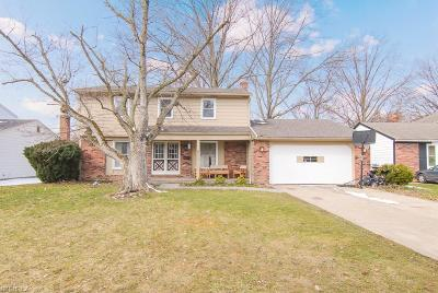 North Olmsted Single Family Home For Sale: 6234 Brighton Dr