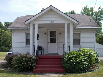 Ashtabula Single Family Home For Sale: 1312 Hamlin Dr