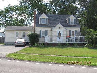 Leavittsburg Single Family Home For Sale: 592 North Leavitt Rd