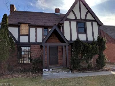 Lakewood Single Family Home For Sale: 17829 Hilliard Rd
