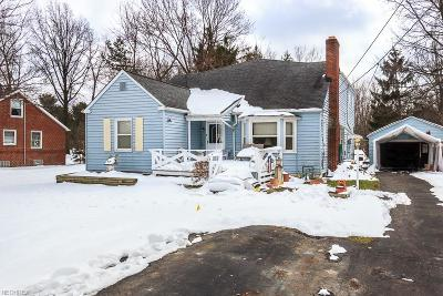 Highland Heights Single Family Home For Sale: 6076 Highland Rd