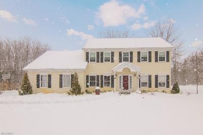 Geauga County Single Family Home For Sale: 11805 Quail Woods Dr