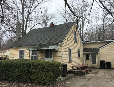 Ashtabula County Single Family Home For Sale: 4877 North Myers Rd