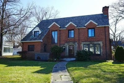 Shaker Heights Single Family Home For Sale: 3084 Van Aken Blvd