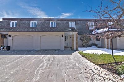 Geauga County Condo/Townhouse For Sale: 8532 Tanglewood Trl