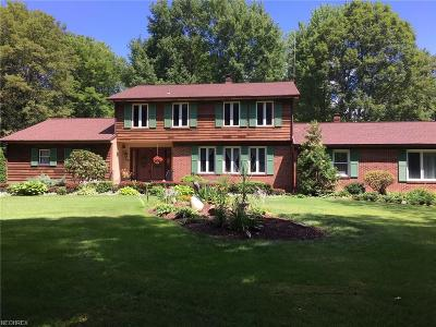 Geauga County Single Family Home For Sale: 7830 Country Ln