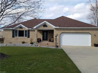 Middleburg Heights Single Family Home For Sale: 14042 West Sprague Rd