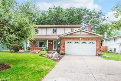 North Olmsted Single Family Home For Sale: 3936 Dover Center Rd