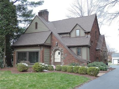 Youngstown Single Family Home For Sale: 3510 Glenmere Dr