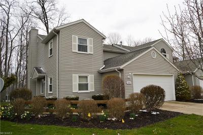 Strongsville Single Family Home For Sale: 15600 Grosse Pointe Oval