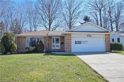 Mayfield Heights Single Family Home For Sale: 6788 Larchmont Dr