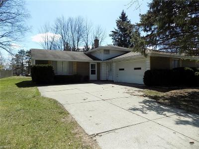 Strongsville Single Family Home For Sale: 16155 Delmont Ave