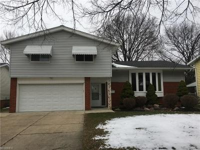 Parma Heights Single Family Home For Sale: 11246 Lafayette Dr