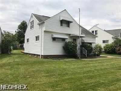 Maple Heights Single Family Home For Sale: 15816 Wingate Rd