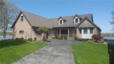Ashtabula County Single Family Home For Sale: 410 Geneva Pt