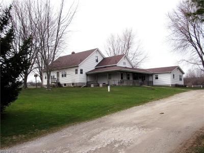 Geauga County Single Family Home For Sale: 16014 Shedd Rd