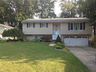 Olmsted Falls Single Family Home For Sale: 26233 Hickory Ln