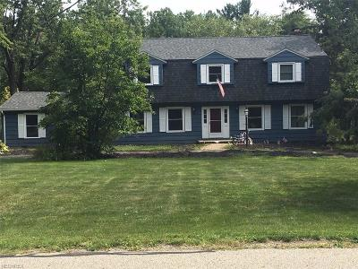 Geauga County Single Family Home For Sale: 1135 Royal Oak Dr