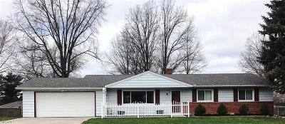 North Royalton Single Family Home For Sale: 8696 Parkdale Dr