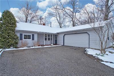 Geauga County Single Family Home For Sale: 13772 Carlton St