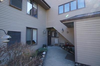 Geauga County Condo/Townhouse For Sale: 16575 Wren Rd #3C