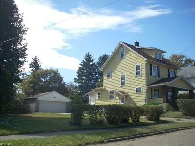 Youngstown Single Family Home For Sale: 2103 Manhattan Ave