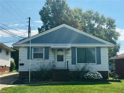 Garfield Heights Single Family Home For Sale: 11218 Briarcliff Dr