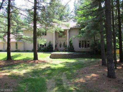 Moreland Hills Single Family Home For Sale: 10 East Juniper Ln