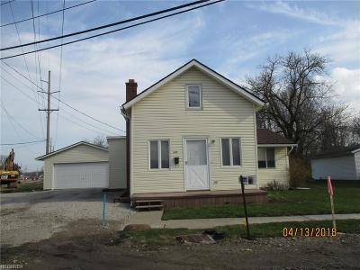 Lorain County Single Family Home For Sale: 688 Erie St