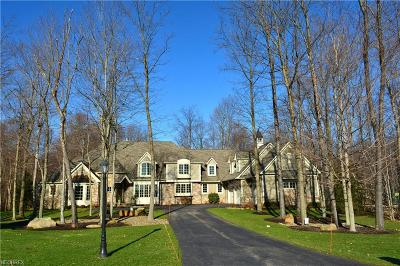 Geauga County Single Family Home For Sale: 8159 Devon Ct